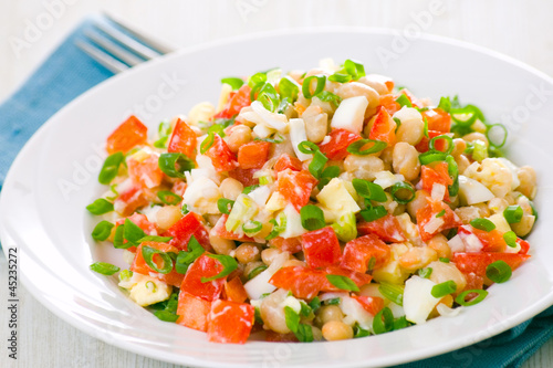 fresh vegetable salad with white beans, red pepper, tomato, egg