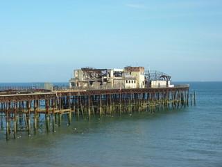 Pier in Hastings nach Brand