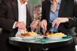Paar beim Mittagsimbiss Currywurst