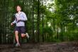 sportlicher teenager geht joggen