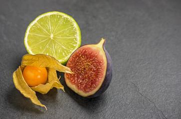 Exotische Früchte auf Schieferplatte