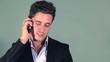 Homme d'affaire au téléphone avec sourire