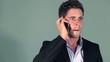 Homme d'affaire mécontent au téléphone