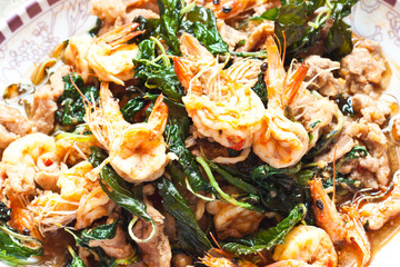 Fry basil with shrimp
