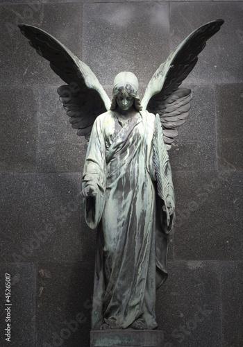 Tuinposter Begraafplaats Monument of old angel on cemetery in Warsaw