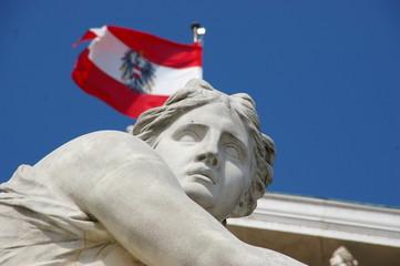 Wiener Parlament mit Flagge (Wien, Österreich)