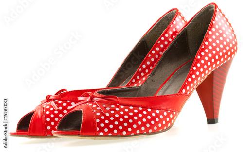 chaussures rouges à petits pois blancs