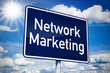 Schild mit Network Marketing