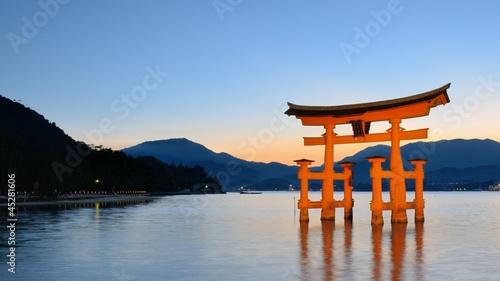 Foto op Aluminium Oude gebouw Japan's Famed Miyajima Gate Hiroshima Prefecture