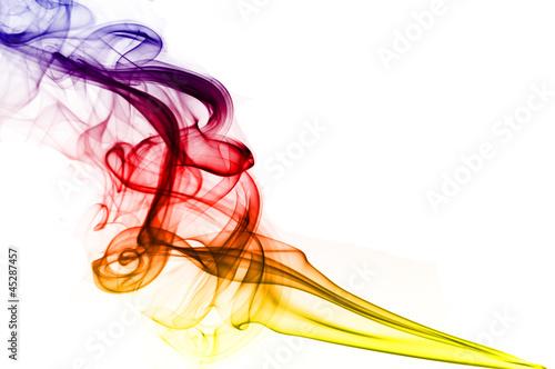 kolorowy-dym-na-bialym-tle