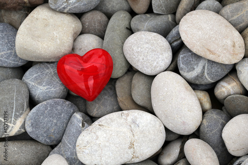 Herz in Kieselsteinen