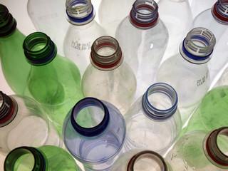 leere plastikflaschen23