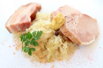 Sauerkraut mit Speck und  Rippli
