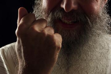 homme barbu en colère