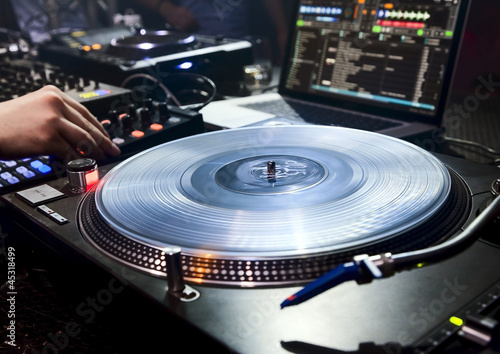 DJ plays set in vinyl player