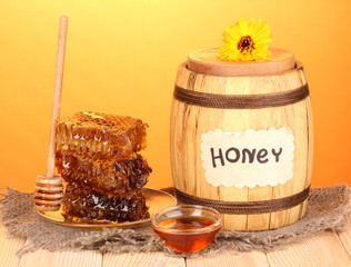 Barrel of honey and honeycomb