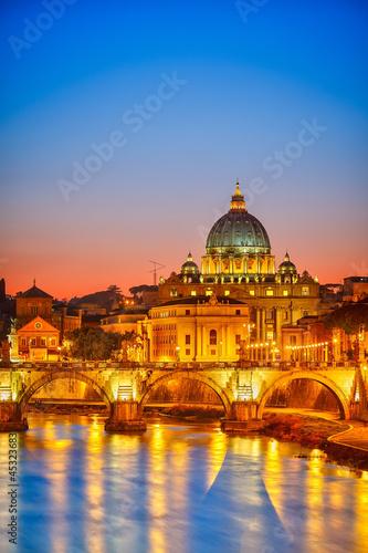 katedra-swietego-piotra-w-nocy-rzym