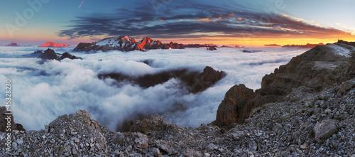 halna-panorama-w-wlochy-dolomitach-lodowiec-marm