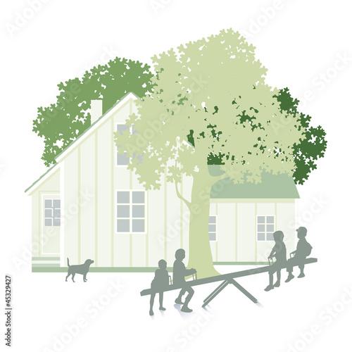 Garten mit Wohnhaus und Kinder