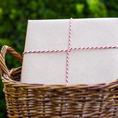 Geschenk im Korb