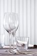 Lichtdurchflutet | gedeckter Tisch | Weinglas