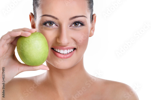 woman with healthy teeth and green apple