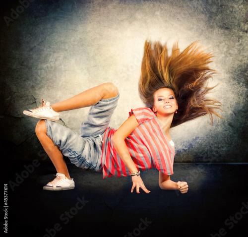 taniec-tancerz-hip-hopowy-dancing-teenage-girl