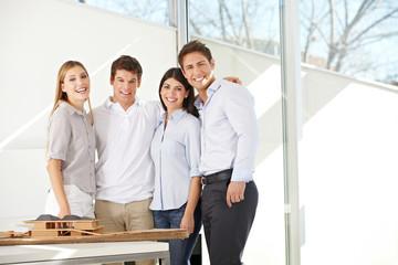 Glückliches Architekten-Team