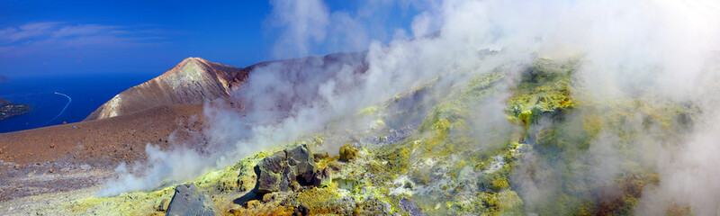 Fumerolle sur le bord du cratère de la Fossa di Vulcano