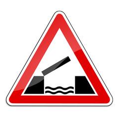 Warnschild RAL 3001 signalrot freigestellt - bewegliche Brücke