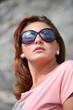 Ritratto di ragazza con occhiali da sole