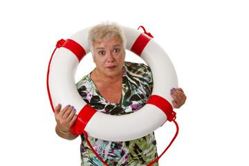Seniorin mit Rettungsring
