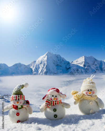 Snowman - happy winter friends - 45469290