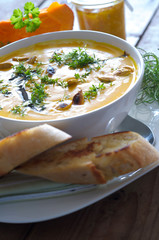 Suppe mit Baguette