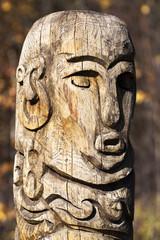 Голова деревянного идола