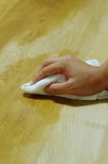 テーブルのオイルフィニッシュ