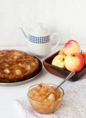 Варенье и пирог с яблоками