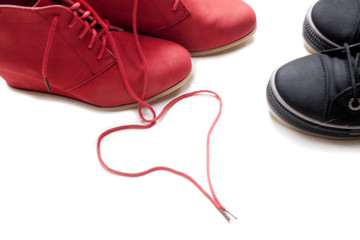 couple de chaussures amoureuses paires rouge noir