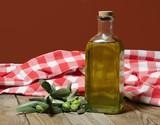 olio con foglie d'ulivo