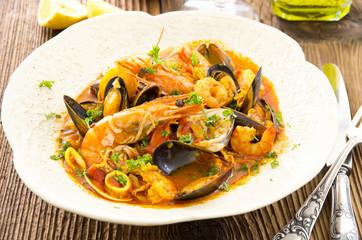 Cioppino mit Meeresfrüchten