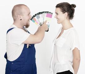 Malermeister mit Kundin