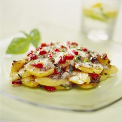 Potato, red pepper and mozzarella bake