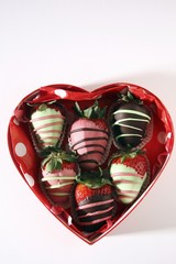 Chocolate-dipped strawberries to give as a gift