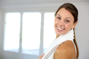 Portrait of cheerful woman exercising in gym