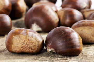 Sweet chestnuts (close-up)