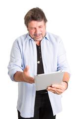 Neueste Technik - älterer Herr mit Tablett-PC