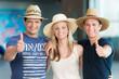 Drei glückliche Urlauber