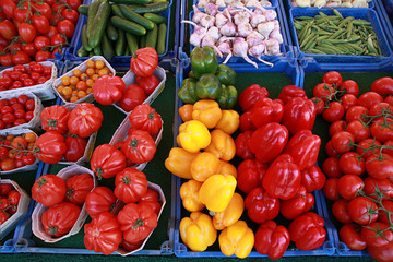 Tomaten und Paprika auf dem Markt