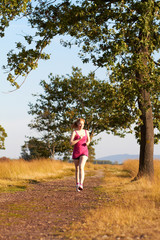 Junge Frau beim Joggen