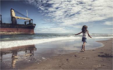 La niña y el barco